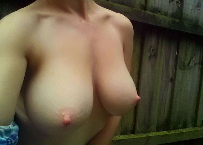 【自撮りエロ画像】当たりの乳が多すぎてもう…海外発の素人自撮りおっぱい(;´∀`)