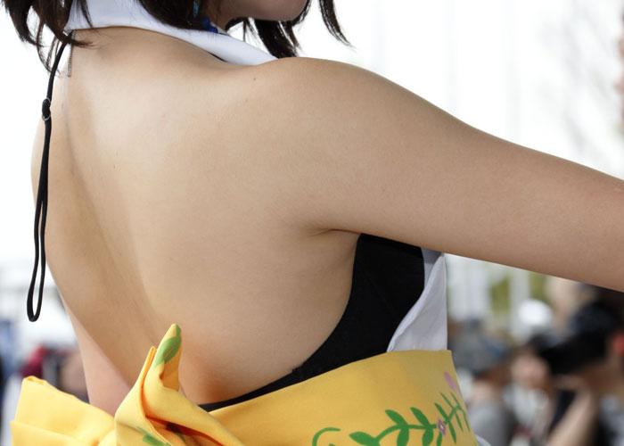 【コスプレエロ画像】やっぱり綺麗にしてる…舐めたい願望を誘うレイヤーの処理済み腋下(;´∀`)