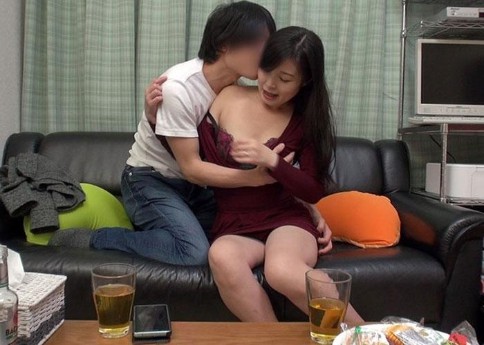 【エロ動画】イケメンの誘いだからと乗った美人妻の不倫模様が流出!(;゚∀゚)=3 01