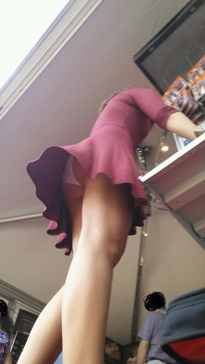 【パンチラエロ画像】見事に無防備で階段上がって激写されたミニスカパンチラ(*´д`*)