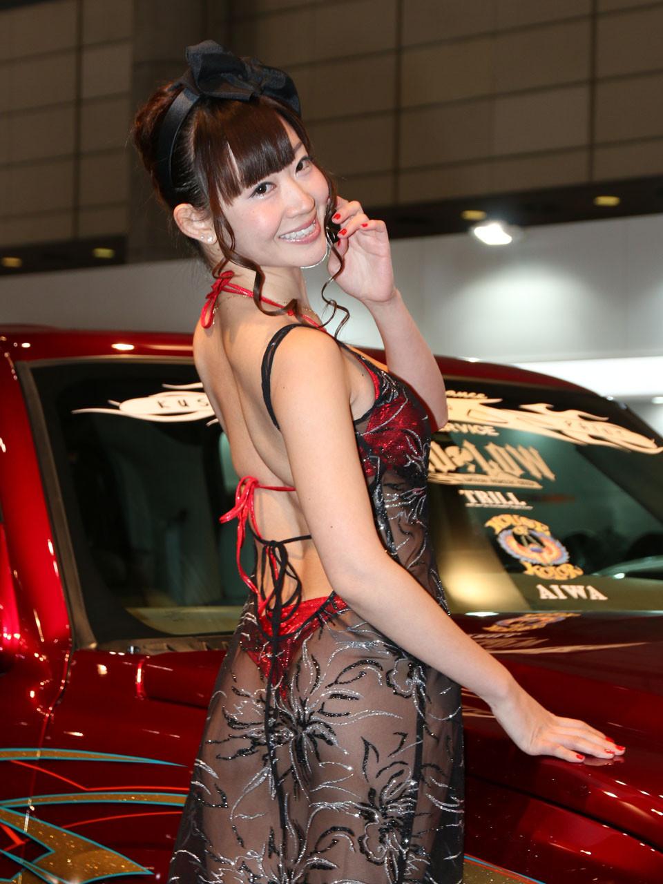 【キャンギャルエロ画像】ムッチリと股間は常に激熱!セクシー衣装のキャンギャル(;・∀・)