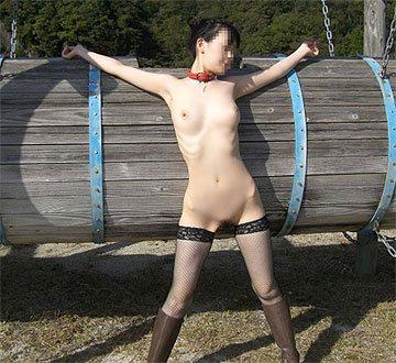 淑女たちの変態的な野外露出エロ画像