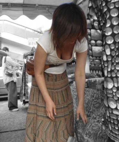 【谷間エロ画像】日常によく見かける女性の谷間は僕らのお宝だよ 14