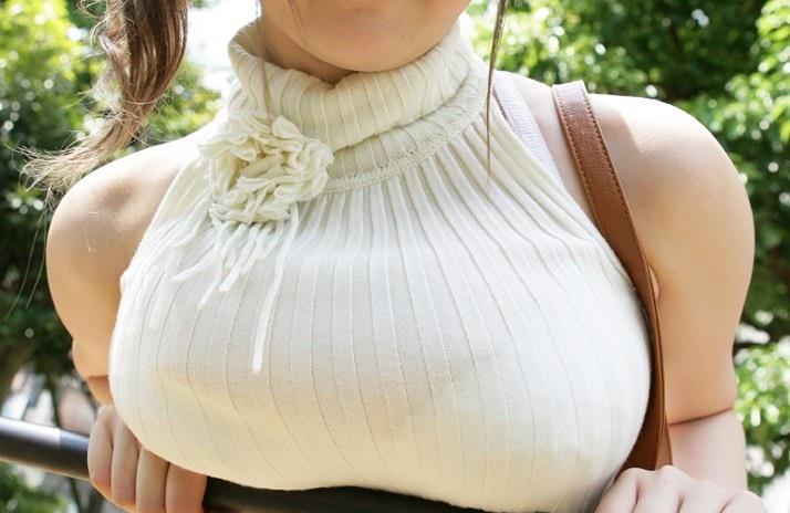 【着衣巨乳エロ画像】はちきれんばかりの着衣巨乳!圧倒的な存在感!