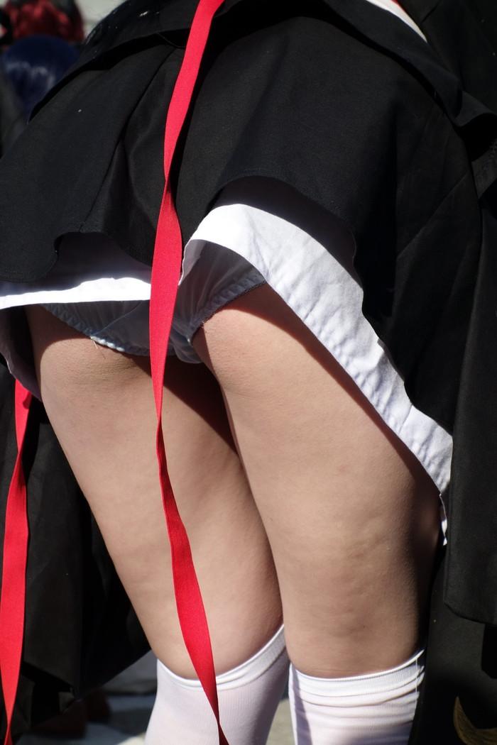 【コスプレパンチラエロ画像】露出の高い衣装!パンチラくらいはサービス精神で! 24