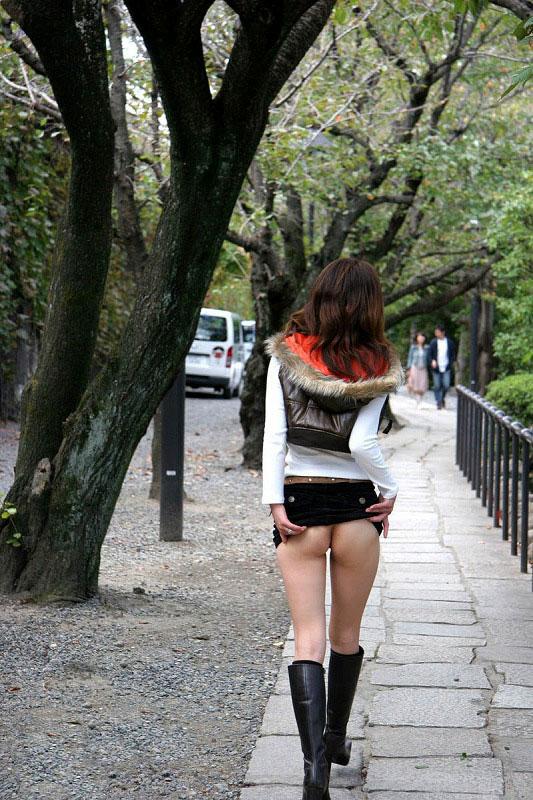 【素人野外露出エロ画像】素人娘たちによるホットな野外露出画像にフル勃起! 07