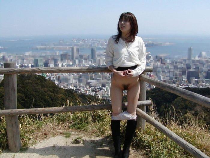 【素人野外露出エロ画像】素人娘たちによるホットな野外露出画像にフル勃起! 18