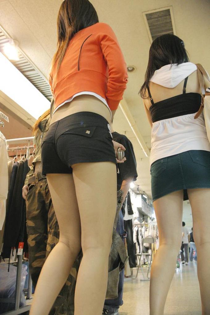 【ホットパンツエロ画像】街中を歩くホットパンツのお姉さんに思わず興奮してしまう! 05