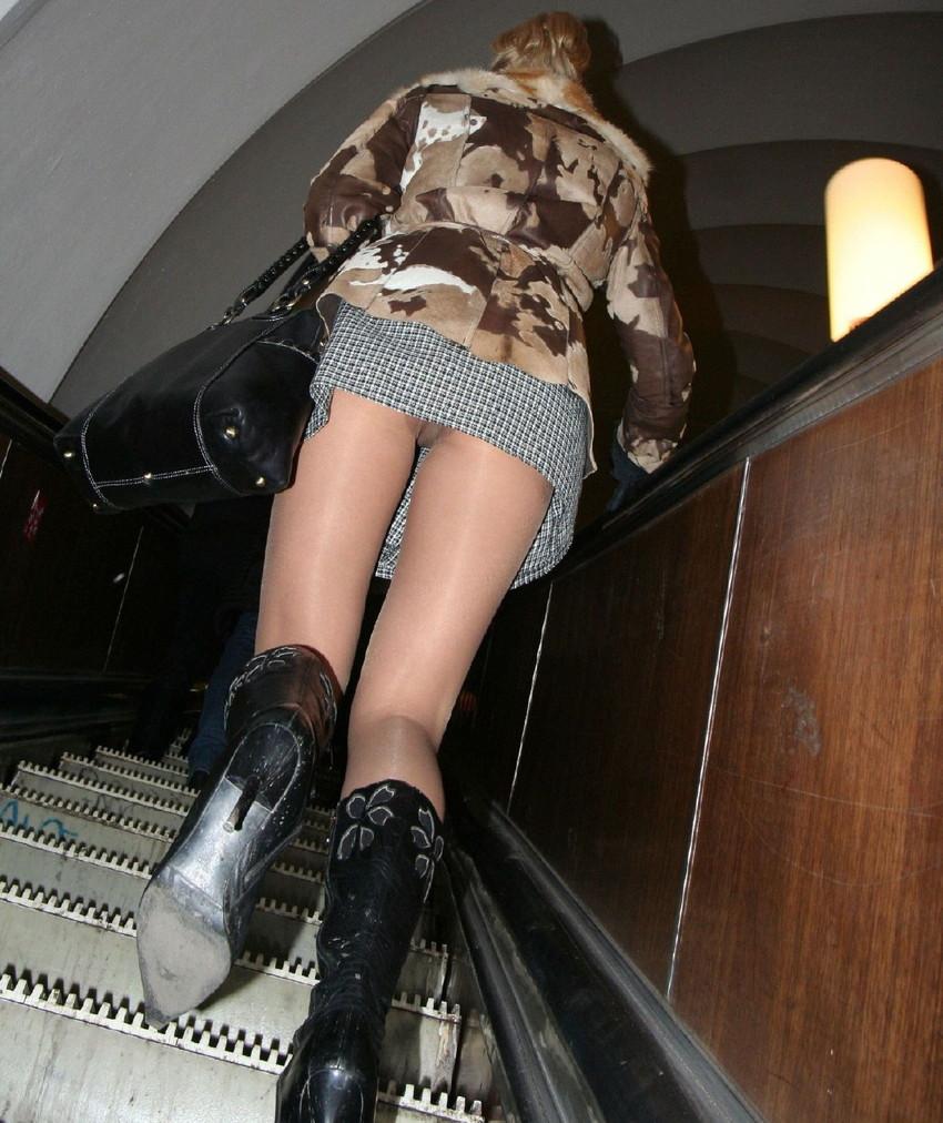 посмотрел под юбку в метро подборка секс