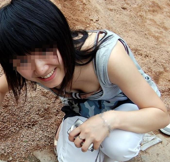 【胸チラエロ画像】ルーズになった素人娘たちの胸元狙ったらこんな写真撮れたww 02