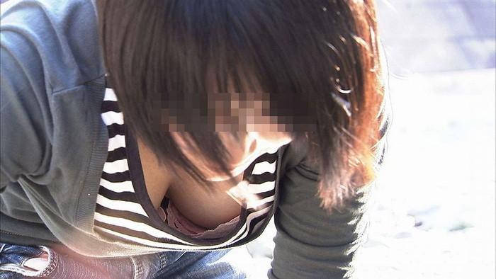 【胸チラエロ画像】ルーズになった素人娘たちの胸元狙ったらこんな写真撮れたww 09
