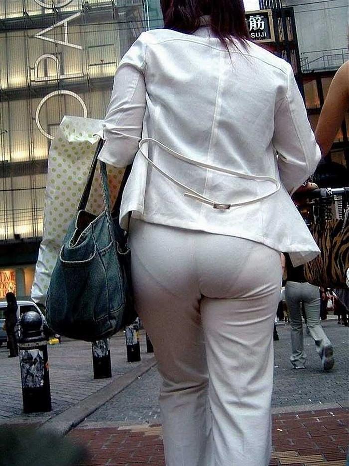 【着衣透けエロ画像】ふと街中で見かけた女の子、透けてるじゃねーか!?ってやつw 01