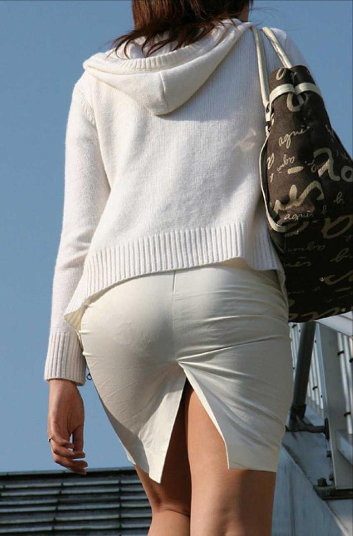 【着衣透けエロ画像】ふと街中で見かけた女の子、透けてるじゃねーか!?ってやつw 03