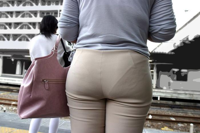 【着衣透けエロ画像】ふと街中で見かけた女の子、透けてるじゃねーか!?ってやつw 09