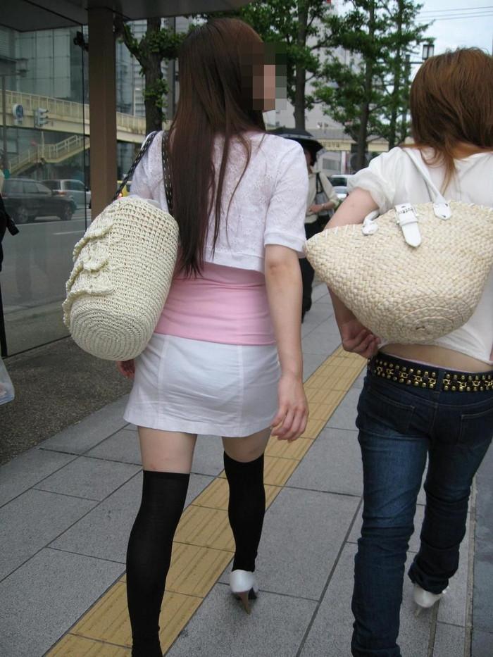 【着衣透けエロ画像】ふと街中で見かけた女の子、透けてるじゃねーか!?ってやつw 12