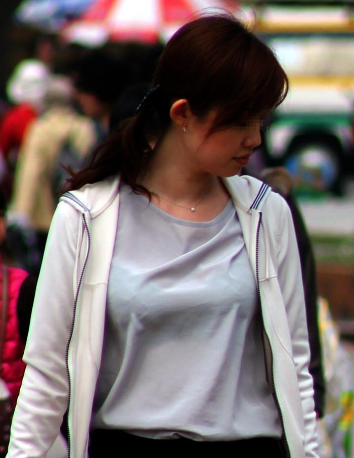 【着衣透けエロ画像】ふと街中で見かけた女の子、透けてるじゃねーか!?ってやつw 27