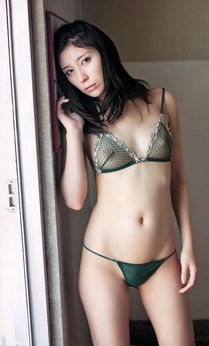【透け下着エロ画像】まるで意味を成さないスケスケな下着を身に着けた女の子! 26