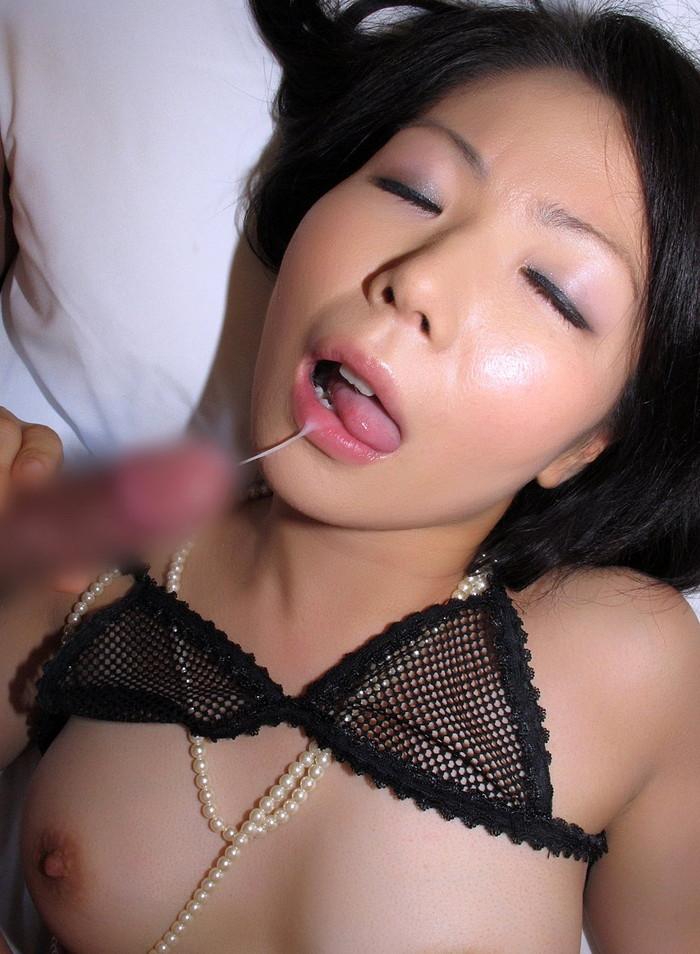 【口内射精エロ画像】女の子の口にめがけて男の欲望を吐き出すってやつw 24