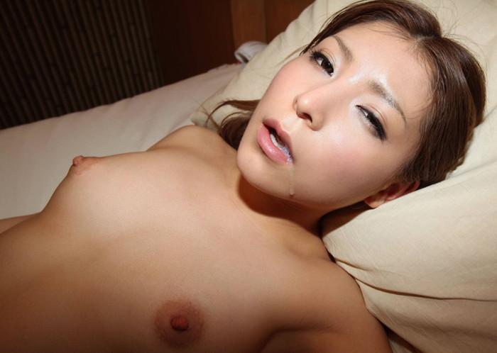 【口内射精エロ画像】女の子の口にめがけて男の欲望を吐き出すってやつw 25