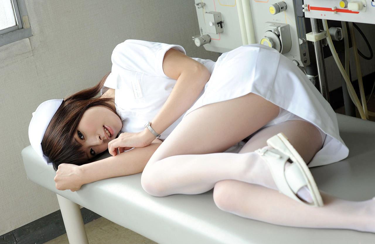 【ナースコスプレエロ画像】こんなナースのいる病院なら足を折ってでも入院したい!