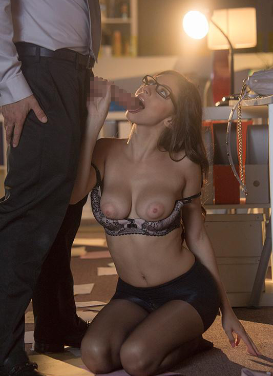 【海外メガネっ子エロ画像】海外のメガネ美女たちの卑猥な姿にフル勃起! 05