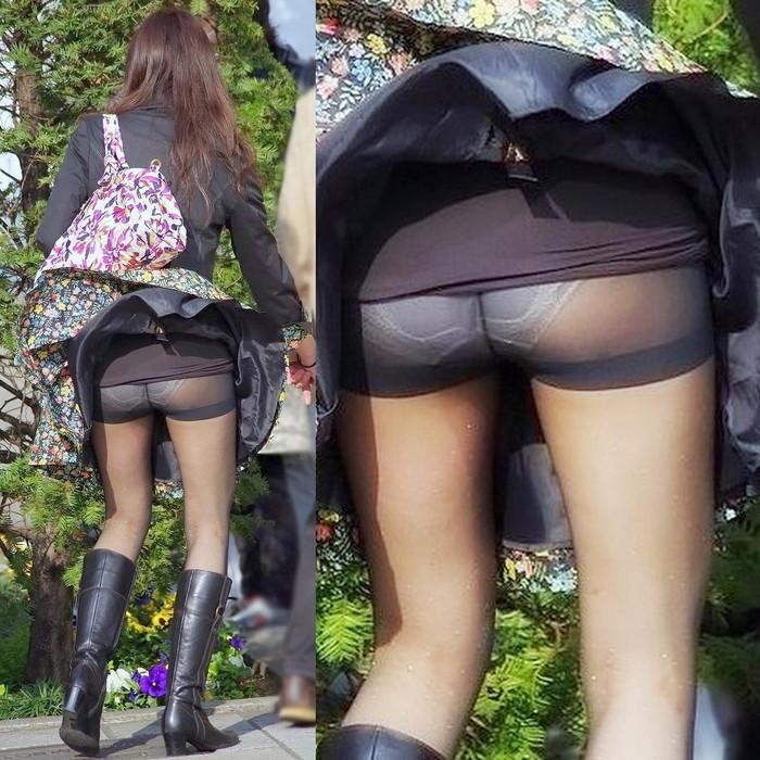 【パンチラエロ画像】まさに神風!?風に舞い上がったスカートから覗くパンティー! 03