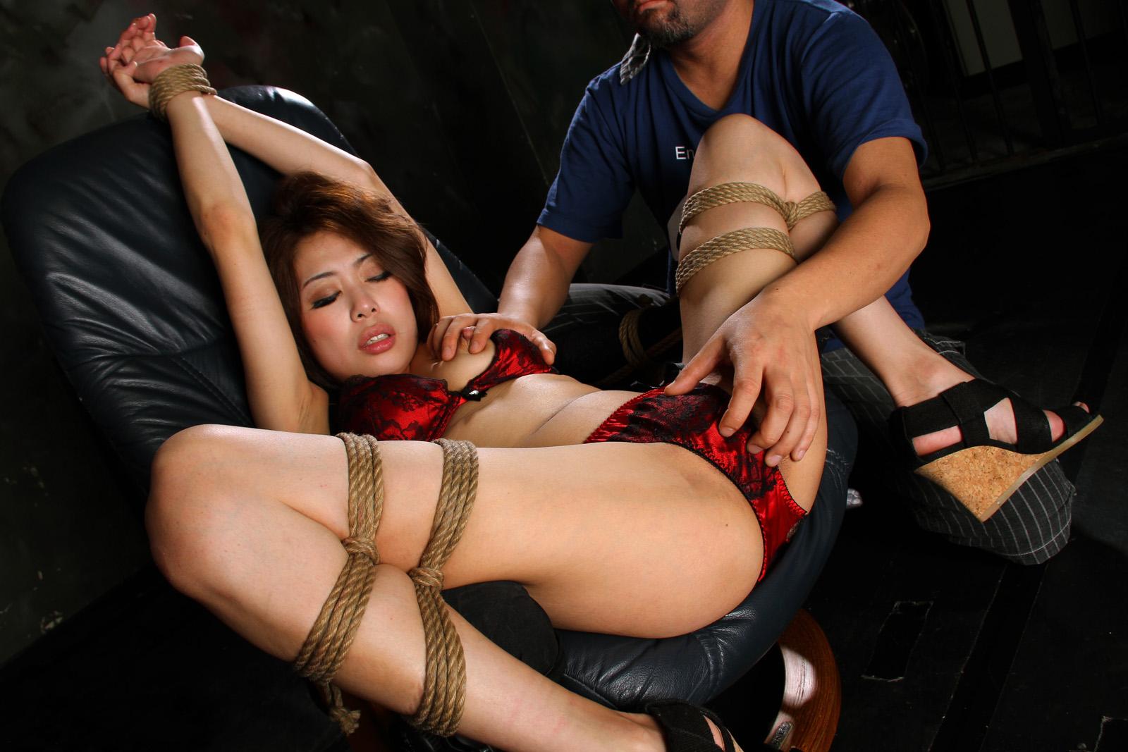 【SM緊縛エロ画像】こんな目に合わされても性癖を捨てれない女たち!